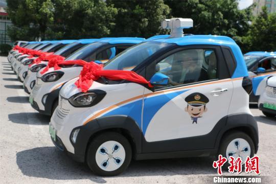 广西城管启用智慧政务车 智能采集违法行为