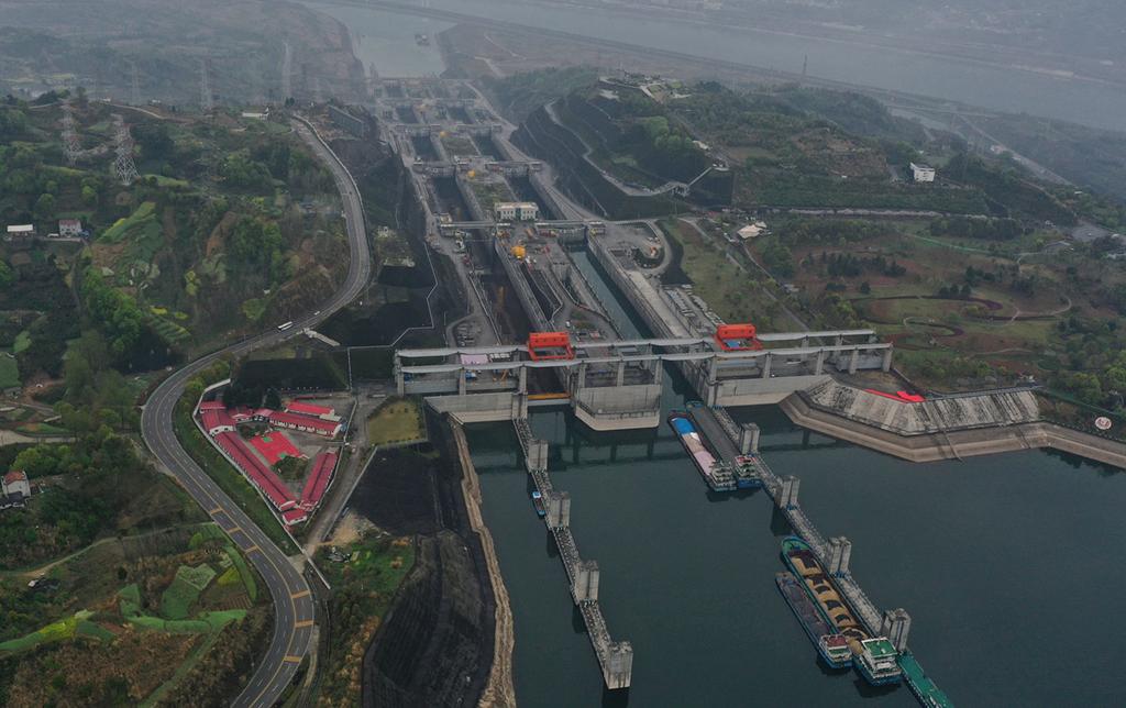 湖北宜昌:三峡大坝启动北线船闸单向检修 为期35天