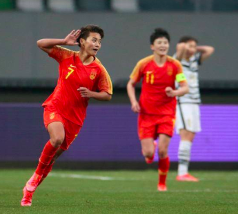 女足淘汰韩国看哭男足大佬!央视林志玲太激动:中国足球依然爱你
