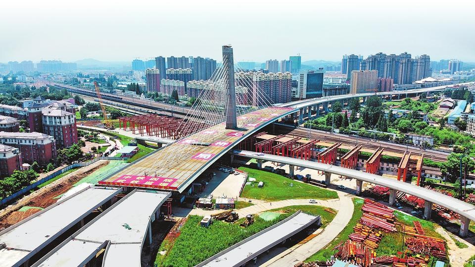 信阳跨京广铁路斜拉桥转体74度成功